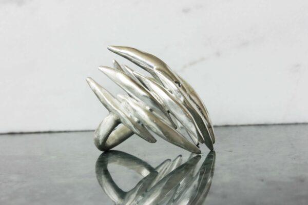 Throne ring